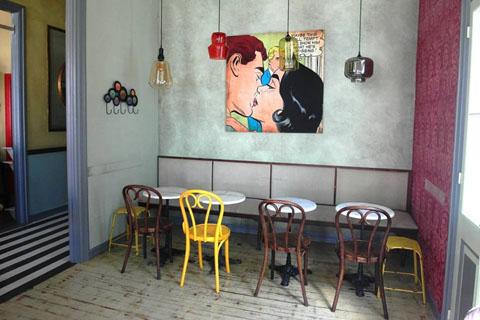 Ρόδι, καφέ, μπαρ, μαγαζιωτίσσης 1, Χίος, Rodi, cafe-bar, rennovation, vintage, pop, stripes, black and white